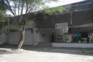 Foto da fachada do prédio do Centro de Ciências.