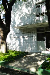 Foto da fachada do Departamento de Bioquímica e Biologia Molecular.